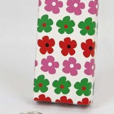Estuche-cartón-con-llavero-de-flores