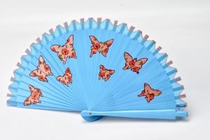 Abanico pintado a mano con un diseño de mariposas vintage