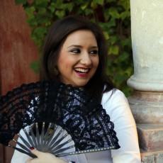 Abanico con encaje negro y detalles pintados