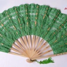 Abanico con encaje verde pintado a mano