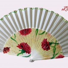 Abanico Flamenca con diseño claveles rojos