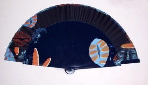 Abanico pintado a mano con diseño Louvre