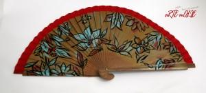 Abanico pintado a mano con diseño Flores atrevidas