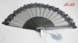 Abanico Ensueño con puntilla de lentejuelas en plata